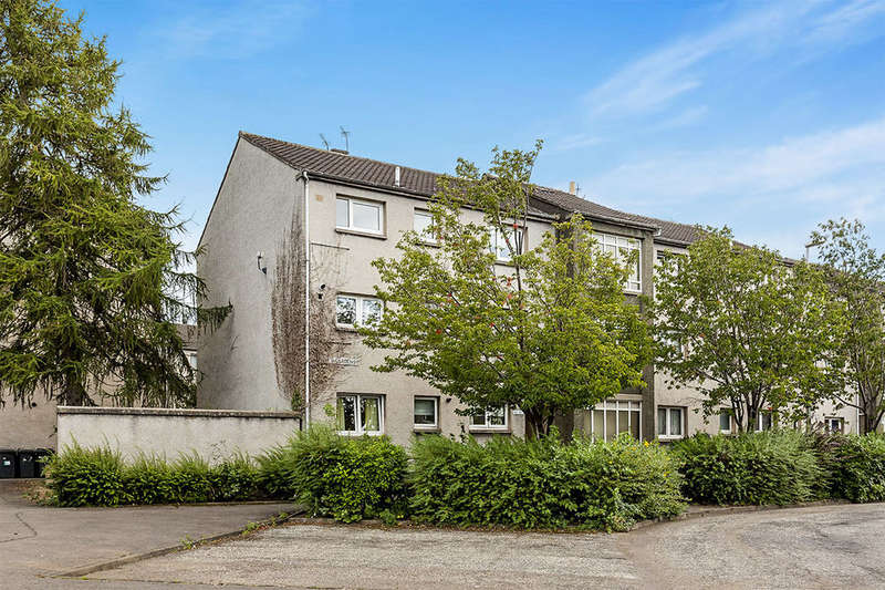 2 Bedrooms Flat for sale in Bruce Gardens, Dalkeith, EH22