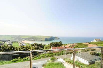 6 Bedrooms Detached House for sale in Mawgan Porth, Newquay, Cornwall