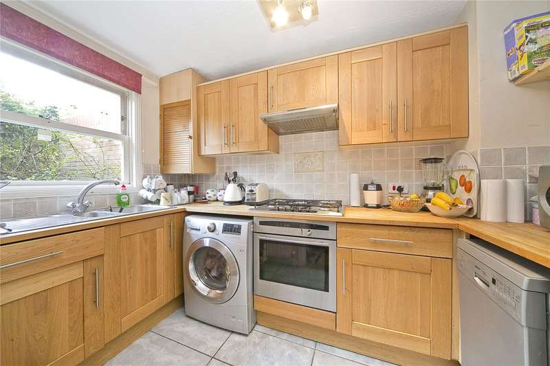 2 Bedrooms Maisonette Flat for sale in Victoria Park Road, London, E9