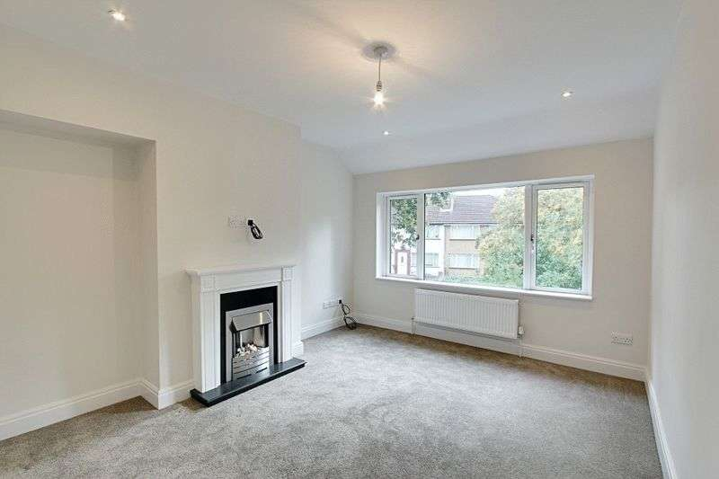 2 Bedrooms Flat for sale in Berwick Avenue, Hayes