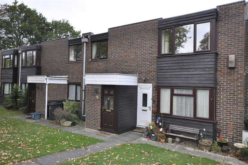 2 Bedrooms Maisonette Flat for sale in Wood Dale, Chelmsford