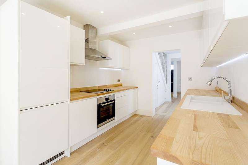 4 Bedrooms Terraced House for sale in Whateley Road, London SE22