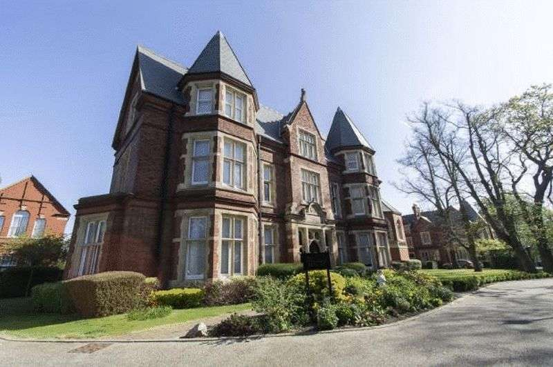 3 Bedrooms Flat for sale in 3 bedroom apartment for sale, Repton Park, Regents Drive, Woodford Green, Essex IG8