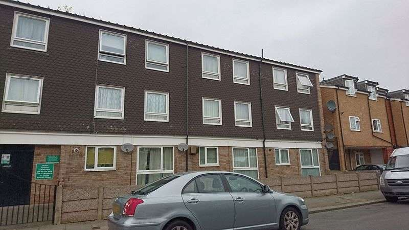 3 Bedrooms Flat for sale in Penrith Street, Streatham, LONDON