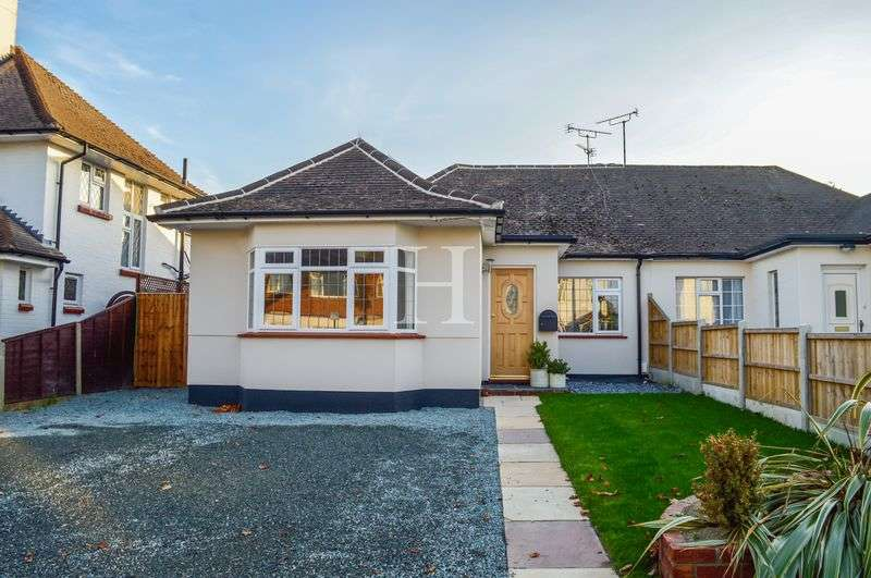 3 Bedrooms Semi Detached Bungalow for sale in Carlton Avenue, Westcliff-On-Sea, Essex, SS0