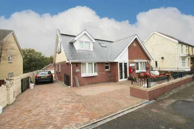 3 Bedrooms Bungalow for sale in Llandybe, Ammanford, Carmarthenshire, SA18 3LZ