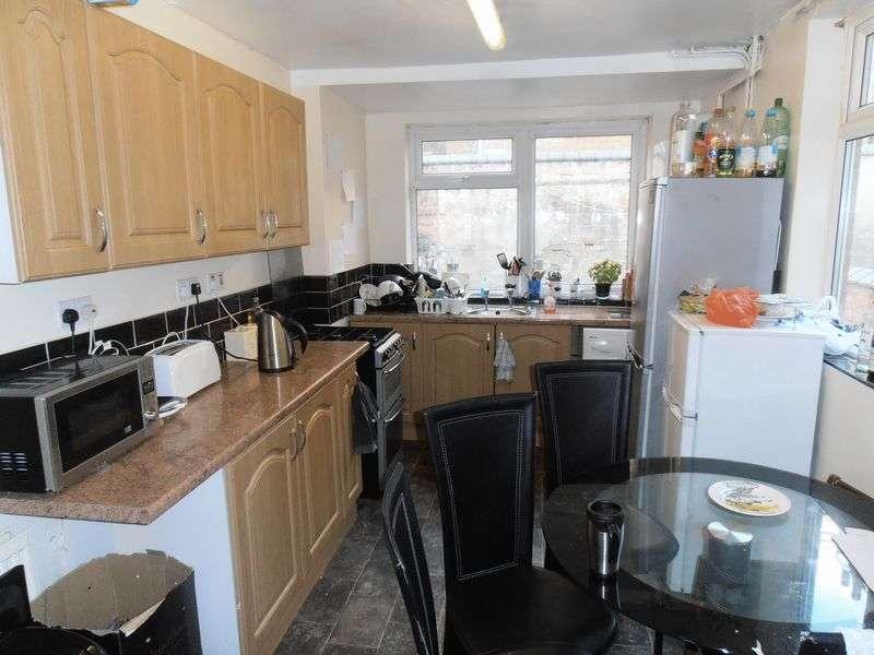 5 Bedrooms Property for rent in Teversal Avenue, Nottingham