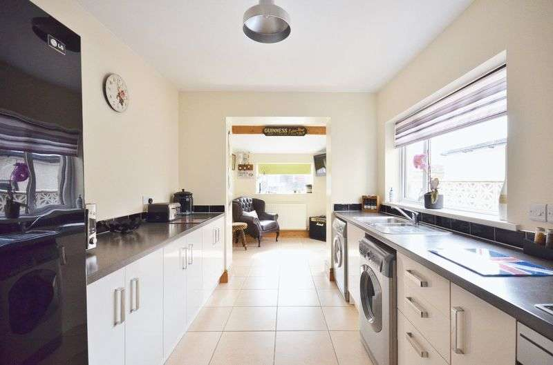 2 Bedrooms Terraced House for sale in Causeway Road, Seaton