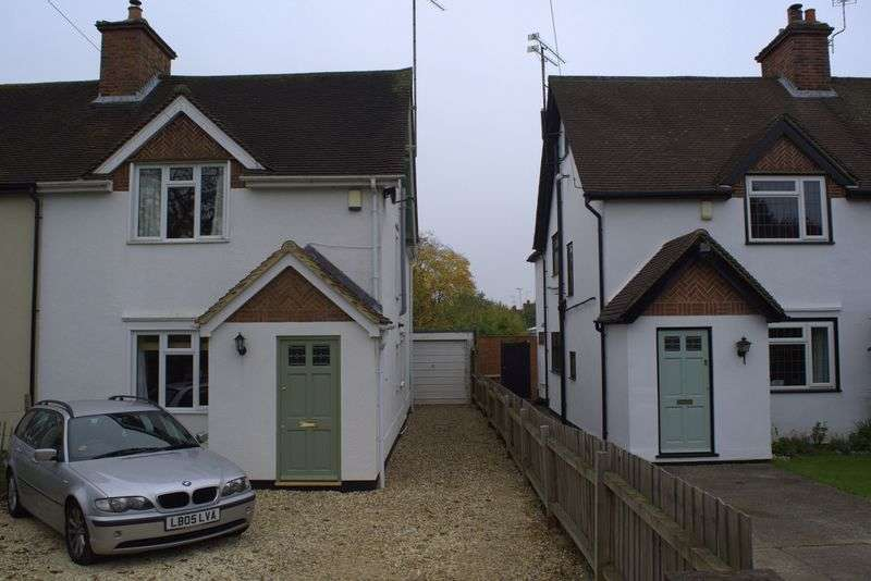 3 Bedrooms Semi Detached House for sale in Pound Lane, Sonning