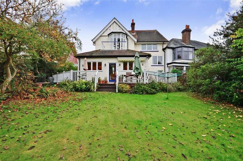 2 Bedrooms Semi Detached House for sale in Baldwins Hill, Loughton, Essex