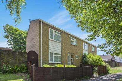 3 Bedrooms Semi Detached House for sale in Stonechat Gardens, Stapleton, Bristol