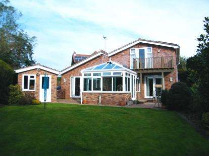 4 Bedrooms Bungalow for sale in Exmouth, Devon