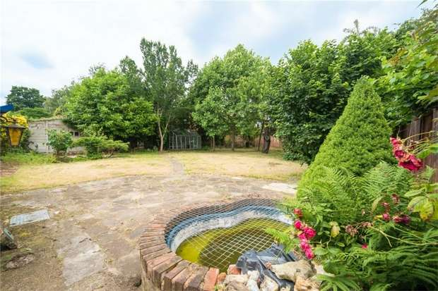 2 Bedrooms Cottage House for sale in Coopers Row, Iver Heath, Buckinghamshire