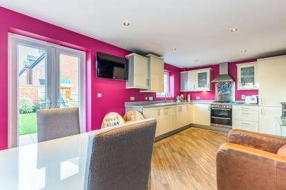 4 Bedrooms Detached House for sale in Holywell Road, Hinckley, Leicestershire