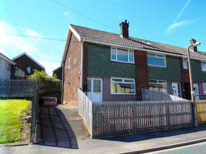 2 Bedrooms End Of Terrace House for sale in Kershaw Crescent, Luddendenfoot, Halifax, West Yorkshire