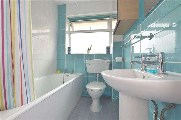 3 Bedrooms Maisonette Flat for sale in Earlsbrook Road, RH1 6DR