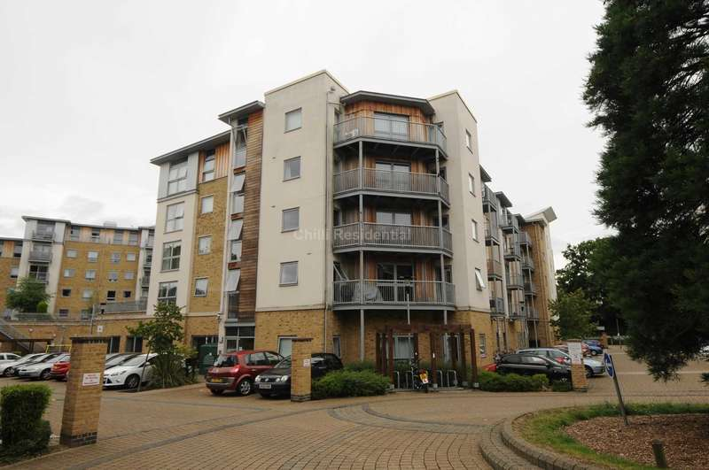 2 Bedrooms Apartment Flat for sale in Coombe Way, Farnborough