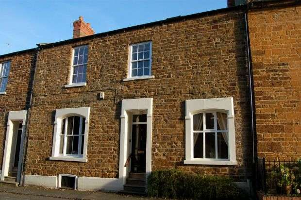 3 Bedrooms Cottage House for sale in Back Lane, Hardingstone, Northampton NN4 6BX