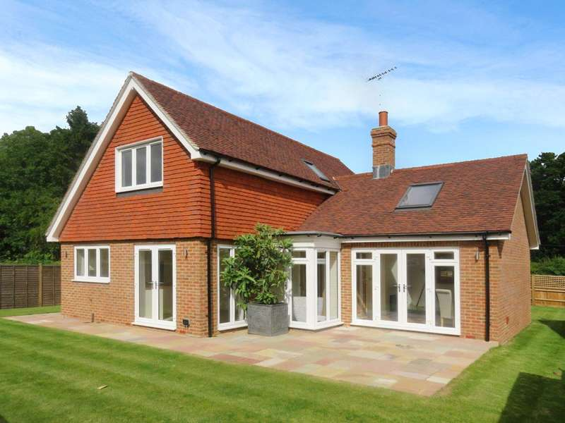3 Bedrooms Detached House for sale in Combe Lane, Wormley, Godalming, Surrey, GU8