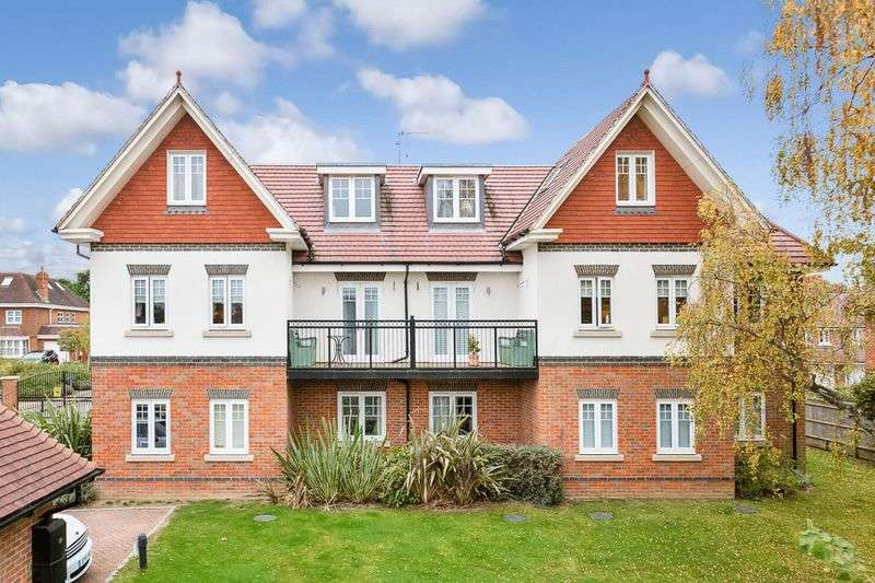 2 Bedrooms Flat for sale in Magnolia Drive, Banstead