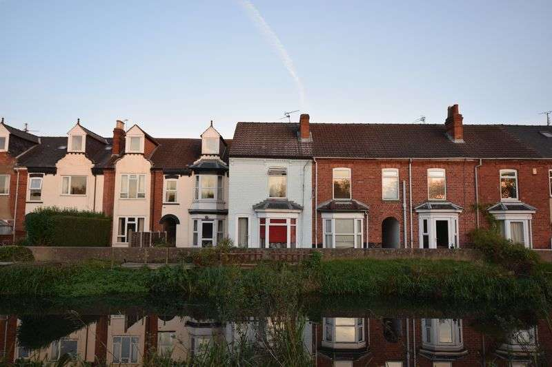 2 Bedrooms Terraced House for sale in Webb Street, Lincoln