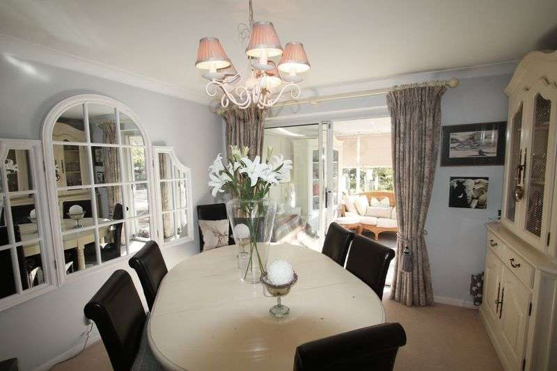 3 Bedrooms Property for sale in Knights Ridge, Pembury