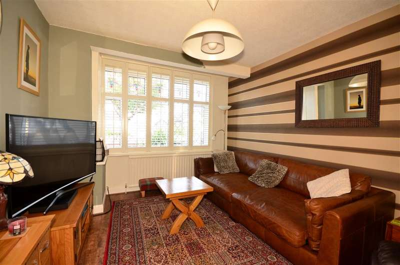3 Bedrooms Semi Detached House for sale in Stanley Road, Hornchurch, Essex