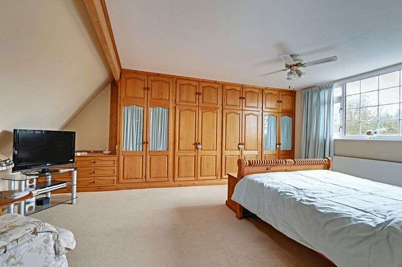 5 Bedrooms Semi Detached House for sale in Ferry Road, Barrow Haven