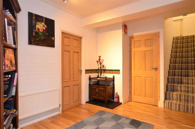 3 Bedrooms Detached House for sale in Bayview Road, Whitstable, Kent