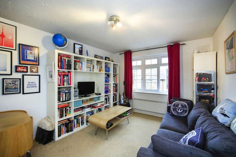 2 Bedrooms Flat for sale in Ashdown Way, London, SW17