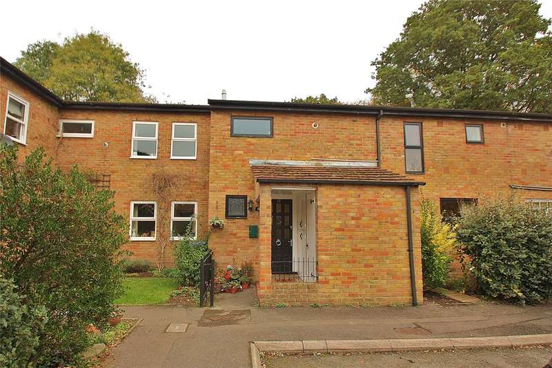 4 Bedrooms Terraced House for sale in Alma Close, Knaphill, Woking, Surrey, GU21