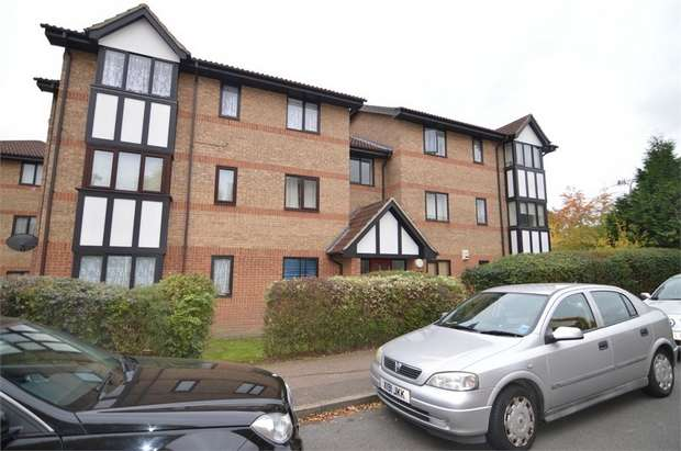 2 Bedrooms Flat for sale in Dalrymple Close, London