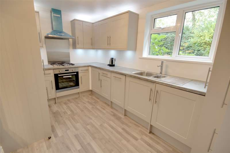 2 Bedrooms Apartment Flat for sale in Trotsworth Court, Christchurch Road, Virginia Water, Surrey, GU25