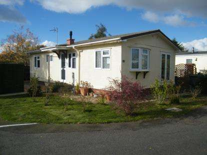 2 Bedrooms Mobile Home for sale in Wallow Lane, Great Bricett, Ipswich