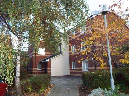 2 Bedrooms Flat for sale in Calico Close, Salford, Greater Manchester