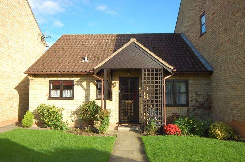 2 Bedrooms Bungalow for sale in Ship Gardens, Mildenhall, Bury St. Edmunds