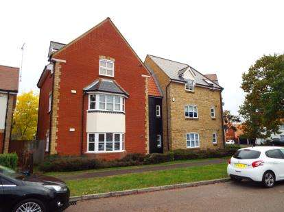 2 Bedrooms Flat for sale in Noak Bridge, Basildon, Essex