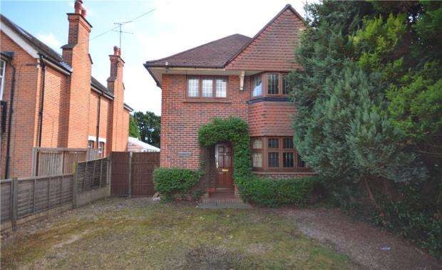 3 Bedrooms Detached House for sale in Victoria Road, Farnborough, Hampshire