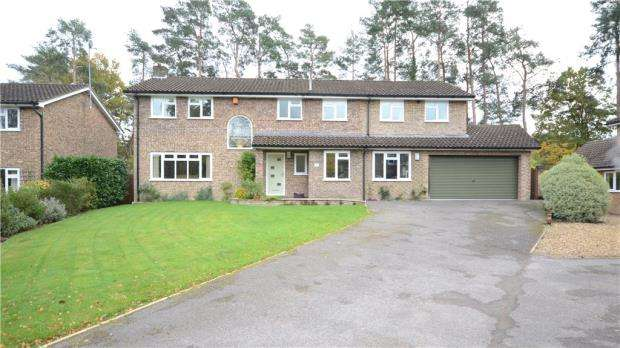 5 Bedrooms Detached House for sale in Robin Lane, Sandhurst, Berkshire