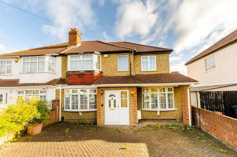 4 Bedrooms Semi Detached House for sale in Selbourne Avenue, Tolworth, KT6