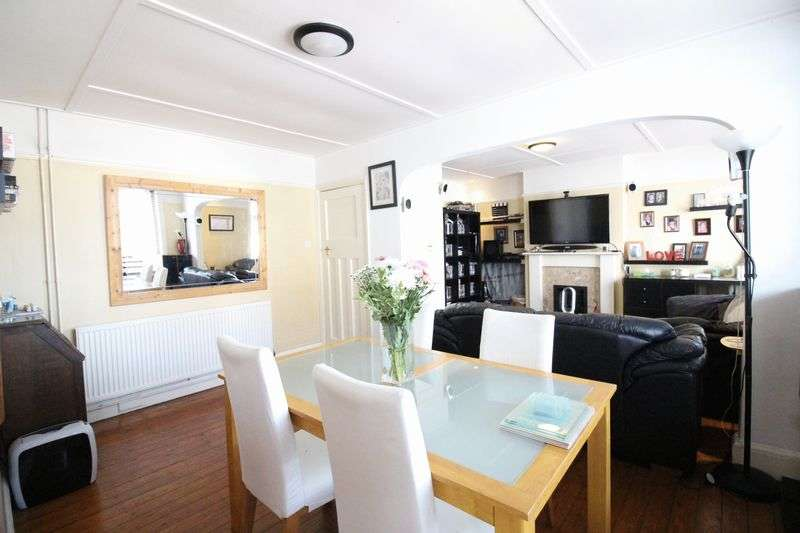 3 Bedrooms Flat for sale in London Road, Portsmouth