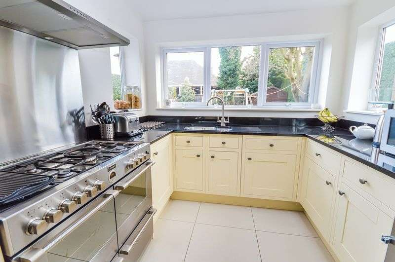 4 Bedrooms Semi Detached House for sale in Herringthorpe Valley Road, Stag, Rotherham