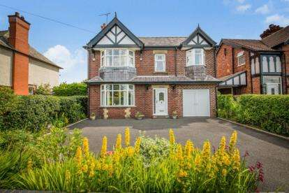 4 Bedrooms Detached House for sale in Nantwich Road, Middlewich, Cheshire