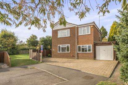 4 Bedrooms Detached House for sale in Monks Walk, Buntingford, Hertfordshire, England
