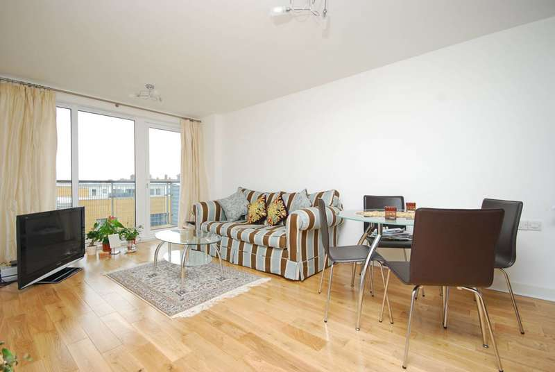 2 Bedrooms Flat for sale in Tarves Way, Greenwich, SE10