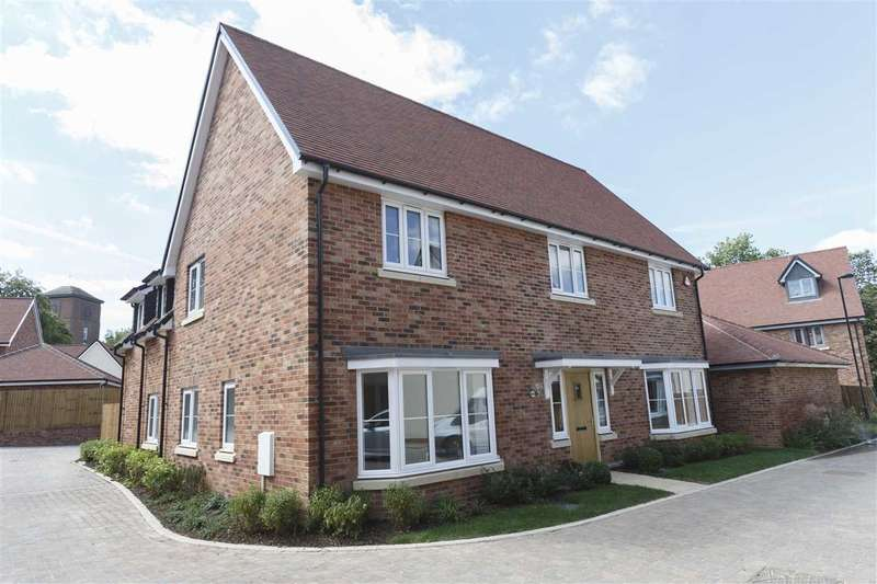 5 Bedrooms Detached House for sale in Jasmine Close, Mascalls Park