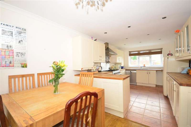 3 Bedrooms Town House for sale in Rillside, Furnace Green, West Sussex