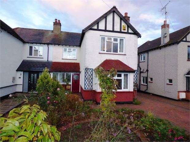 4 Bedrooms Semi Detached House for sale in Highlands Boulevard, Leigh on sea, SS9 3TJ
