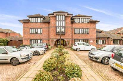 2 Bedrooms Flat for sale in Healey Court, Coten End, Warwick