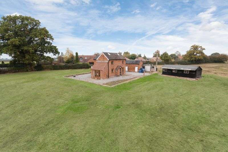 3 Bedrooms Detached House for sale in Whitchurch Road, Broomhall, Nr Nantwich